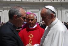 3139-00811 Don Gesualdo De Luca saluta Papa Francesco